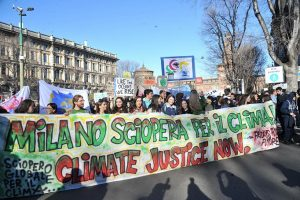 Studenti in corteo a Milano per Fridays for future