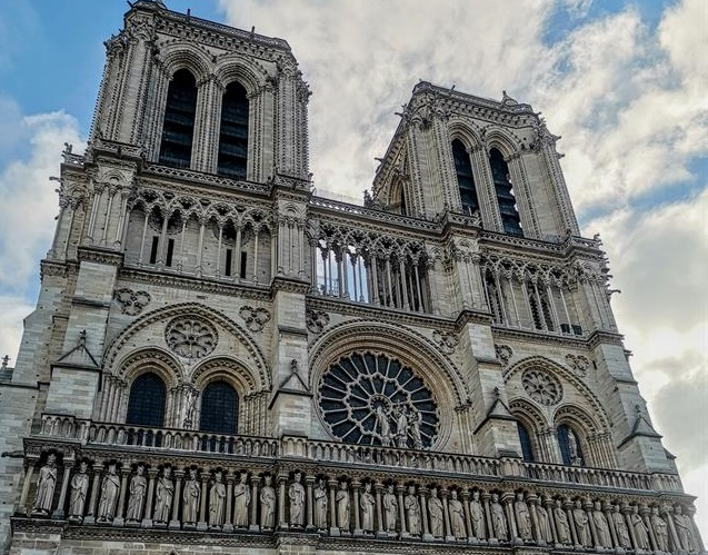 """""""Serata per Notre Dame"""", il Duomo aiuta Parigi"""