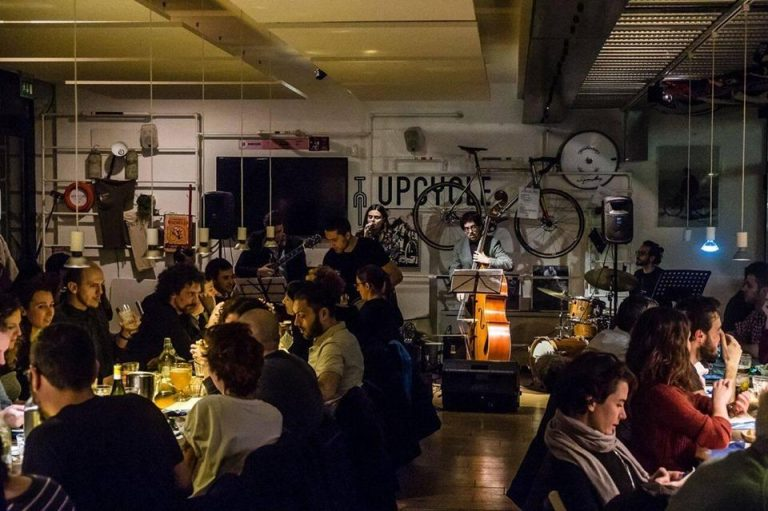 Movida con… La musica jazz all'Upcycle Milano Bike Café