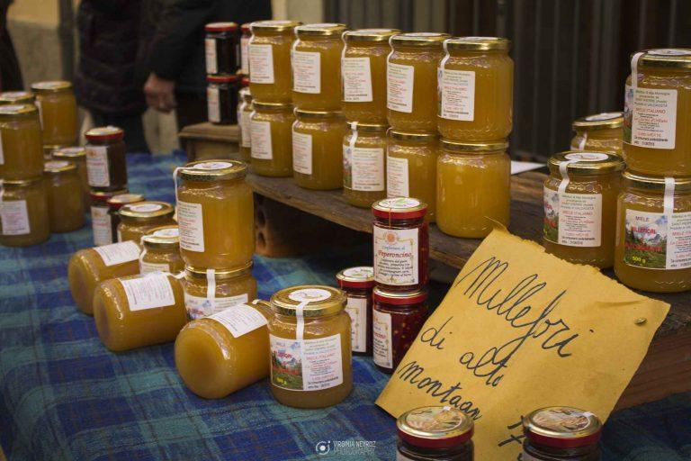 """Châtillon celebra il """"nettare degli Dèi"""", torna la <i>Sagra del miele</i>"""