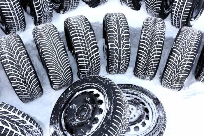 Il valzer delle gomme, un mese per installare gli pneumatici invernali