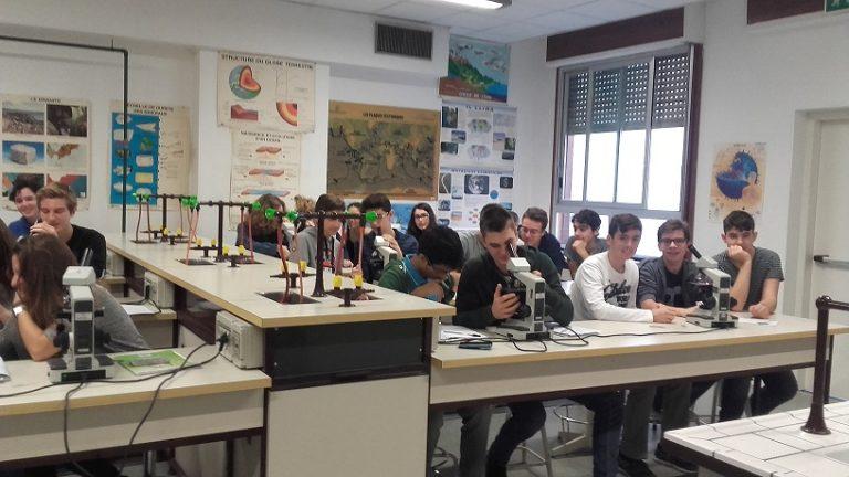 """Alla scoperta del liceo scientifico """"Elio Vittorini"""", una seconda casa per gli studenti"""