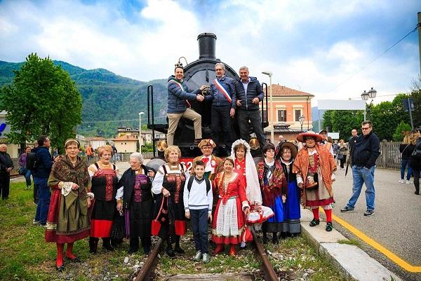 """Da Milano a Varallo Sesia, tutti in carrozza sul """"Treno del Sacro Monte"""""""