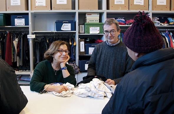 Fibre di comunità: domani la raccolta di abiti alla Casa della Carità