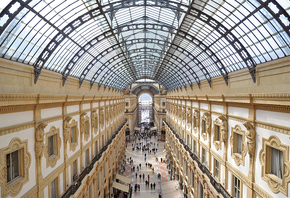"""A Milano il primo weekend arancione è """"sold-out"""": centro affollato e galleria chiusa"""