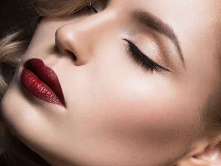 """Rosso colore """"cool"""" della stagione, protagonista del makeup autunnale"""
