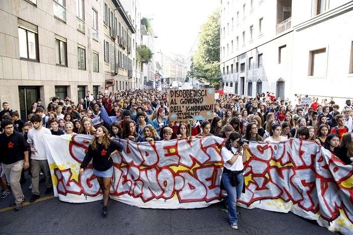 Scioperi nella scuola, ancora studenti in manifestazione