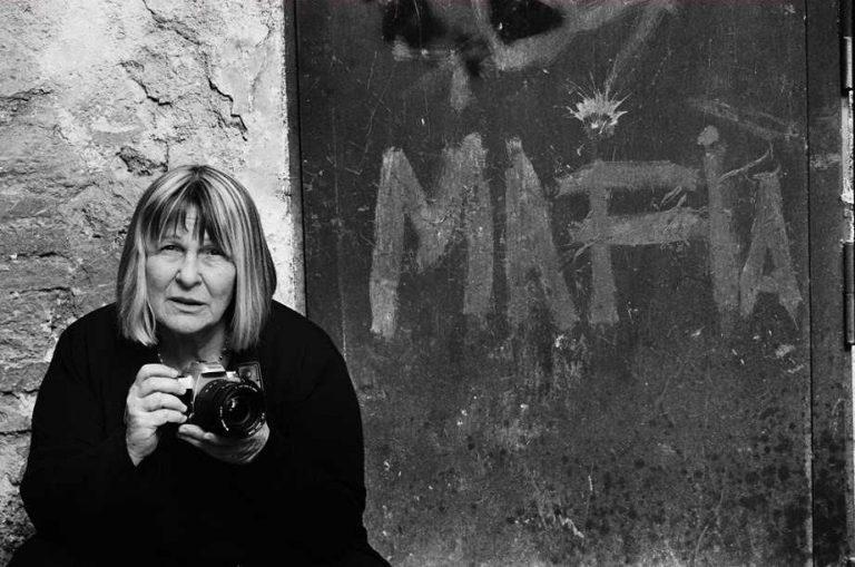 <i>Storie di strada</i> di Letizia Battaglia, a Palazzo Reale l'omaggio alla fotoreporter