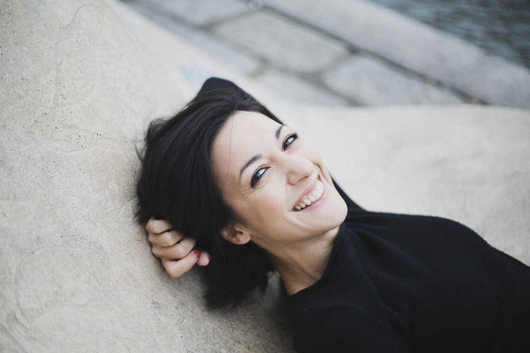 Amorosi Assassini di Valeria Perdonò: «Spesso si finge di non vedere»