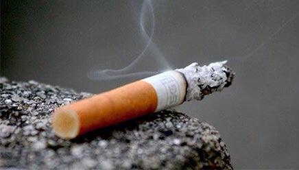 """Addio sigarette all'aperto, a Milano si fumerà solo """"isolati"""""""