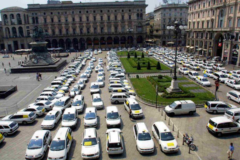 Milano, anche i tassisti si schierano contro la nuova ordinanza