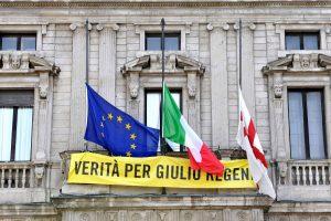 Domani, bandiere mezzasta Palazzo Marino