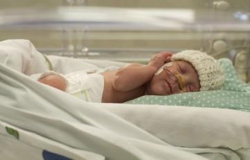 """Coronavirus, al Buzzi si continua a nascere: 40 parti da donne positive o """"sospette"""""""