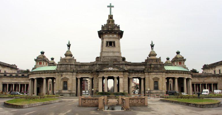 Cimitero Maggiore, il campo delle vittime Covid di cui nessuno ha chiesto