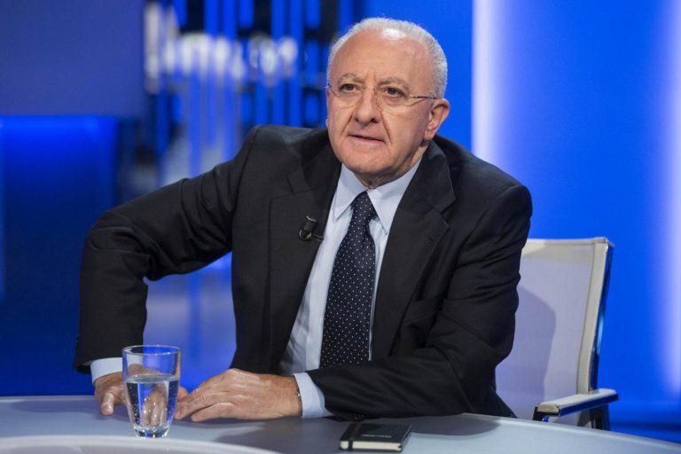 """Il governatore De Luca infiamma il dibattito """"Nord-Sud"""": «Ogni tanto da Milano viene qualche squinternato a fare razzismo»"""
