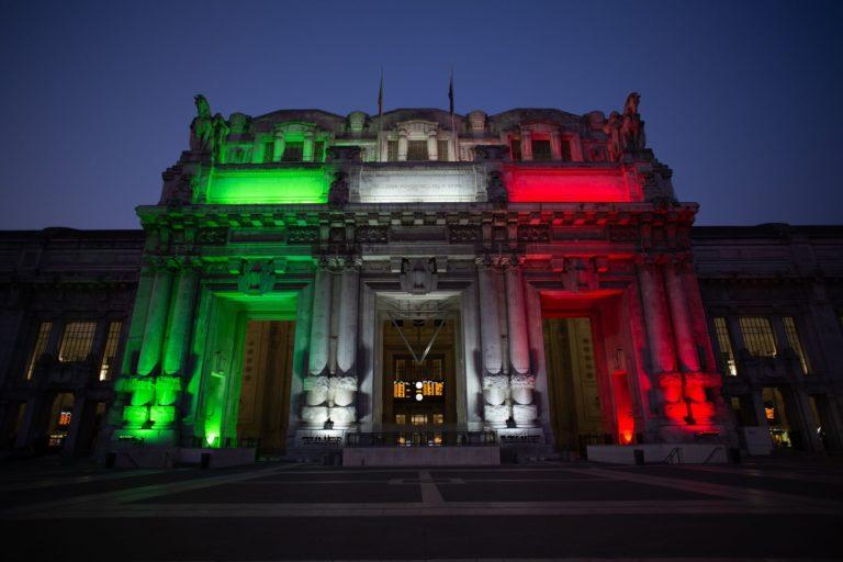 La Stazione Centrale si illumina di tricolore