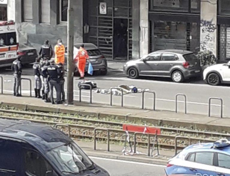 Suicidio a Porta Venezia: una donna si lancia dal settimo piano