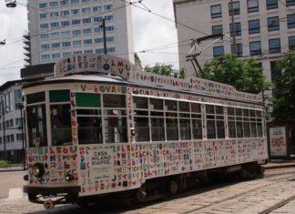 L'arte ti dà il bentornato in città con... un tram