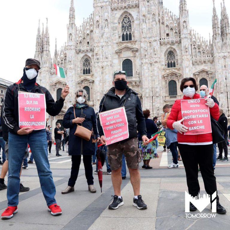 Ristoratori e tassisti in protesta: manifestazioni in piazza Duomo e in centrale