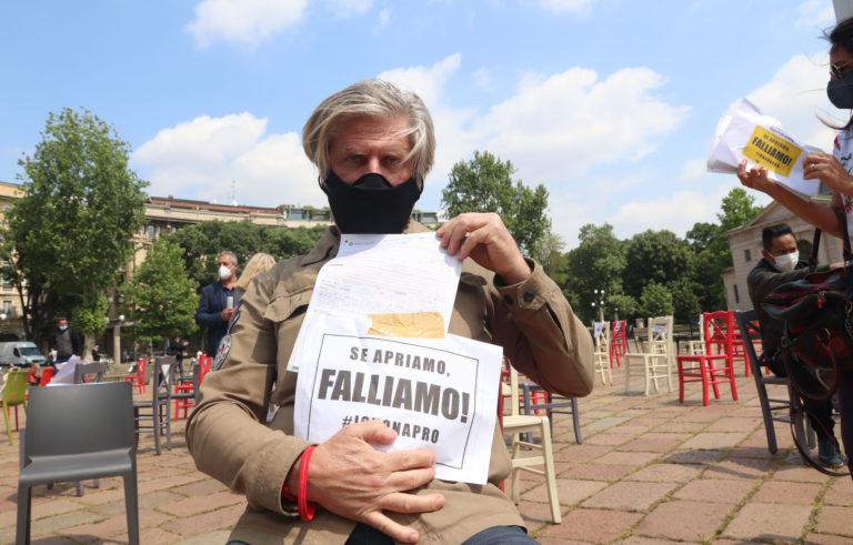 Ristoratore in sciopero della fame: «Senza decreto dormo all'Arco della Pace»