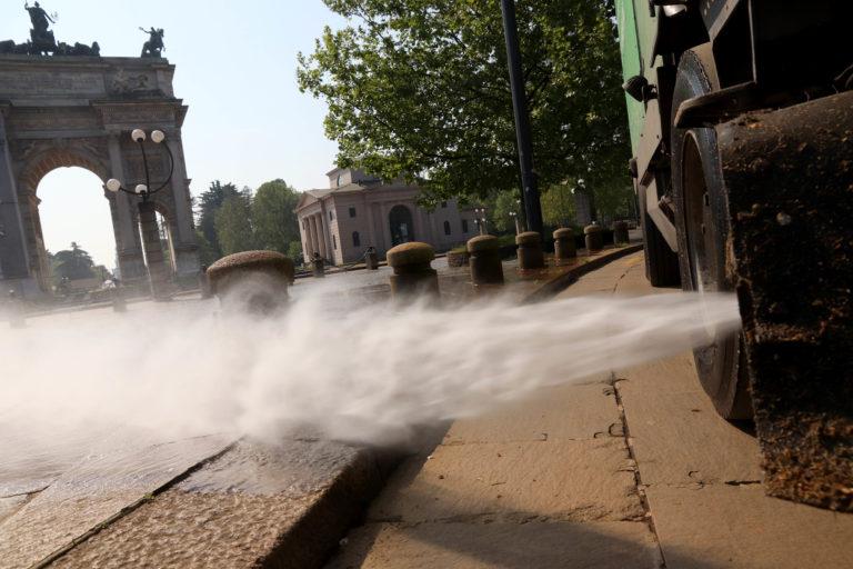 «Inutile e pericoloso disinfettare le strade»