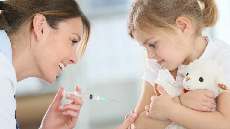 I pediatri alla Regione: «Sui vaccini date indicazioni chiare per i bambini»