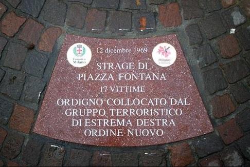 Piazza Fontana, già illeggibili le targhe in ricordo delle vittime della strage