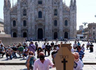 protesta tassisti piazza duomo