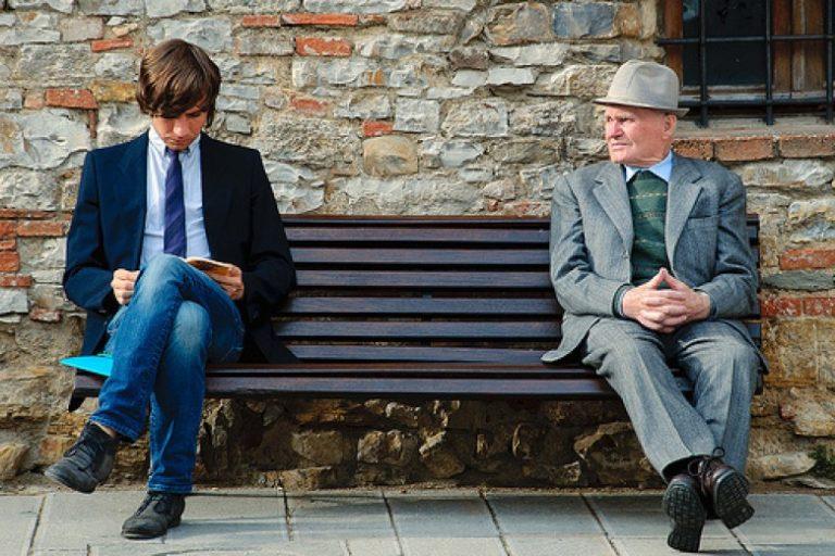 """Un rimedio al """"caro affitti"""" per gli studenti: abitare con gli anziani"""