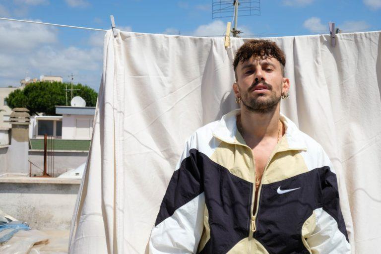 Riecco Aiello, VIENIMI (a ballare) è il singolo della ripartenza: «Milano, mi rivedrai più forte di prima»