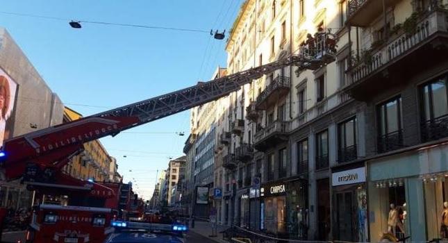 Corso Buenos Aires, l'ennesimo crollo di calcinacci