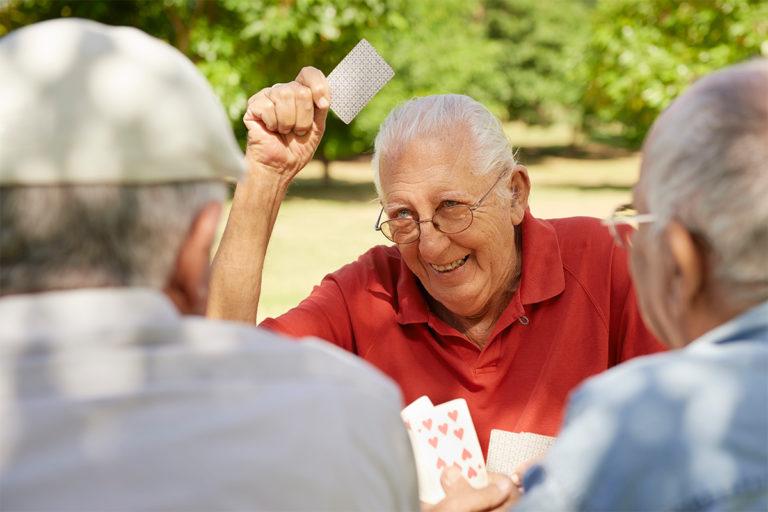 La nuova ordinanza regionale che fa sorridere gli amanti delle carte