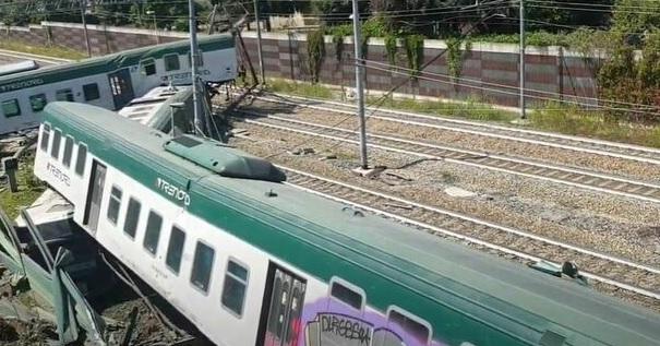 Un treno deraglia nei pressi della stazione di Carnate Usmate. Il video dell'incidente