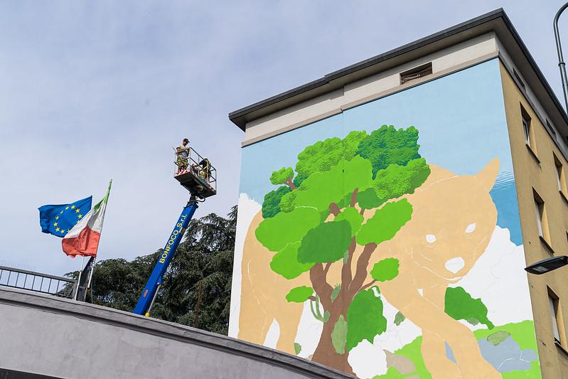 murale in via Palmanova - lupo MANI
