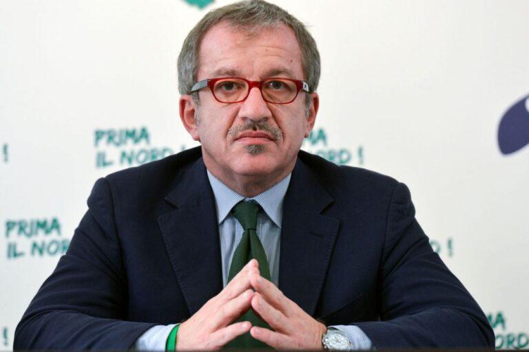 Paura per l'ex governatore Maroni: è ricoverato in ospedale
