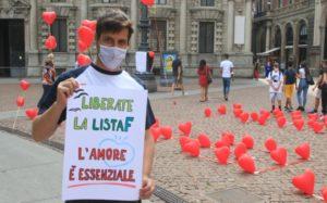 piazza scala manifestazione love is not tourisim