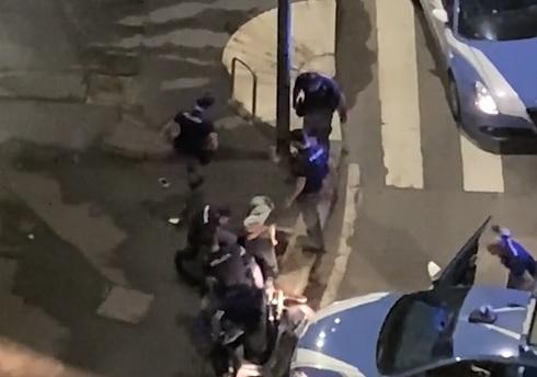 Milano, calci e schiaffi durante un arresto: la Questura apre un'indagine sui poliziotti violenti