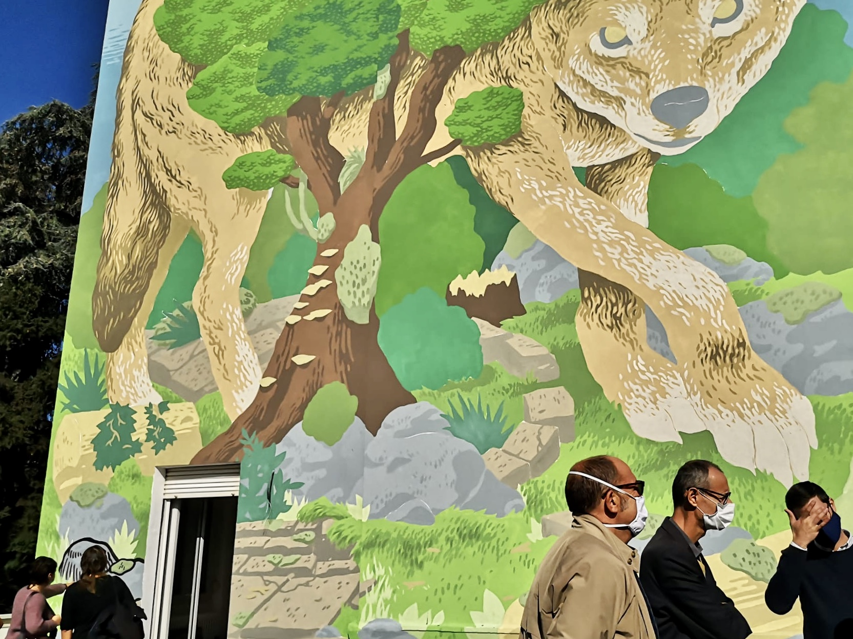 murale lupo Milano Lucamaleonte