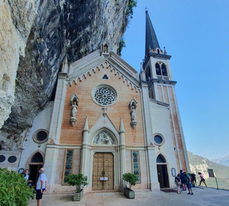 Tra panorama e spiritualità: il santuario Madonna della Corona