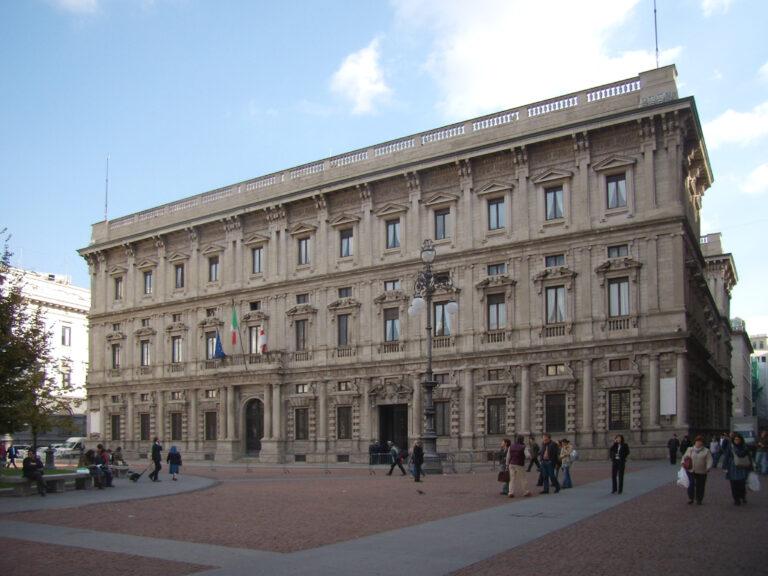 Musica dal vivo davanti alla Scala: la Bohème in piazza con Alberto Veronesi