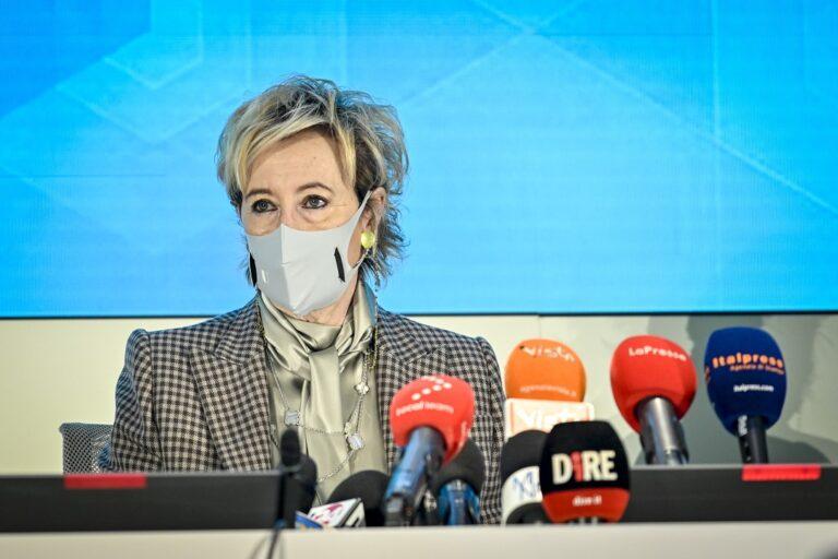 Moratti: «Due settimane per completare i vaccini over 70»