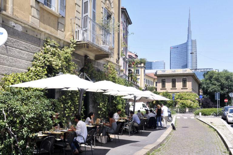 A Milano un locale su due resterà chiuso anche in zona gialla