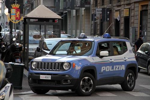 In 300 assembrati per il video del rapper: in via Micene scoppia la guerriglia con la Polizia