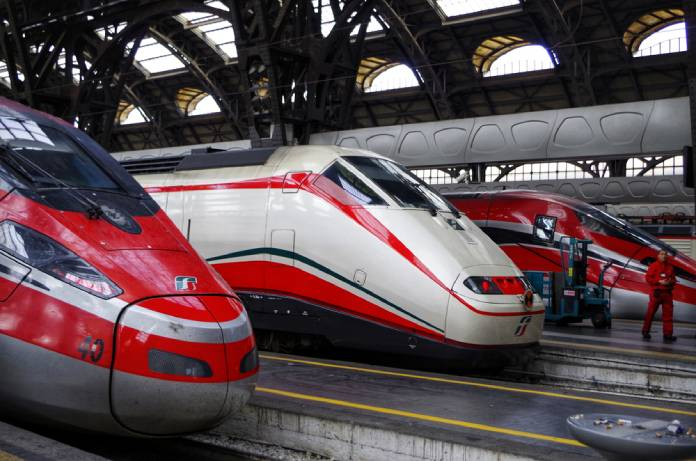 Riaperture, anche Trenitalia rafforza il servizio