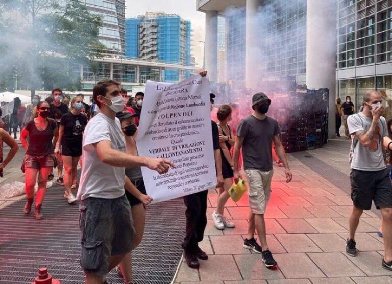 Manifestazione in Regione Lombardia, scontri tra manifestanti e forze dell'ordine