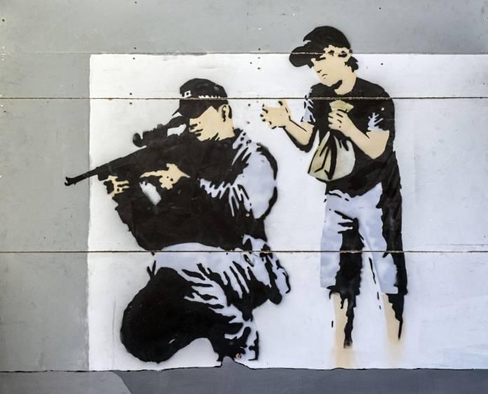 Banksy fa il bis a Milano: appuntamento al Teatro Nuovo