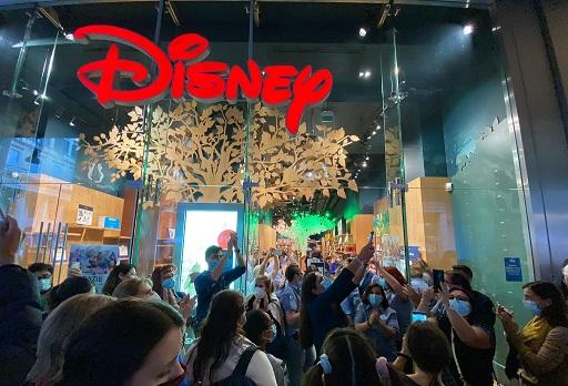 Disney Store Milano, amara chiusura: «Walt Disney non avrebbe mai permesso tutto questo»
