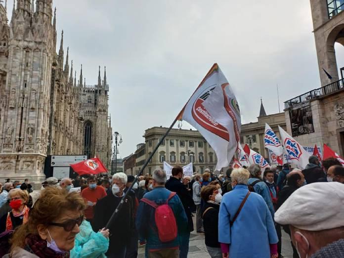 """Pd e 5Stelle in piazza Duomo contro la riforma della sanità: """"Troppo peso ai privati"""""""